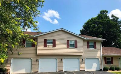 Brecksville Condo/Townhouse Active Under Contract: 6781 Old Royalton Road #5