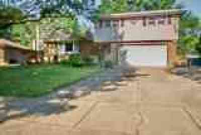 Middleburg Heights Single Family Home Active Under Contract: 6566 Fairweather Drive