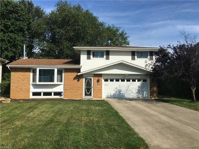 Middleburg Heights Single Family Home For Sale: 7073 Middlebrook Boulevard