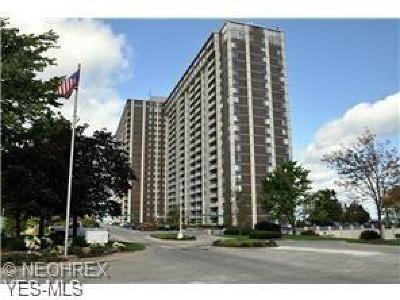 Bay Village, Cleveland, Lakewood, Rocky River, Avon Lake Condo/Townhouse Active Under Contract: 12900 Lake Avenue #2018