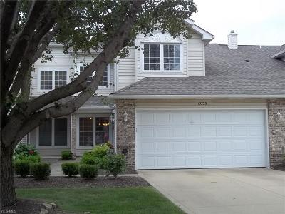 Middleburg Heights Condo/Townhouse For Sale: 15799 Roxboro Drive