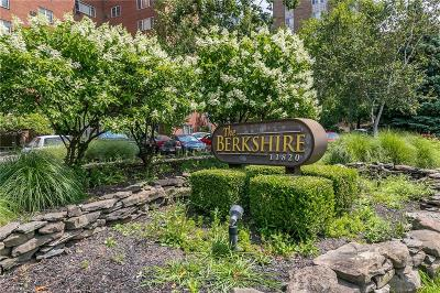 Lakewood Condo/Townhouse For Sale: 11820 Edgewater Drive #510