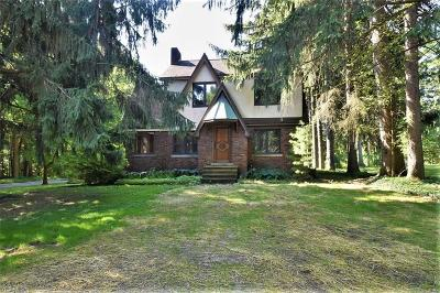 Moreland Hills Single Family Home Active Under Contract: 33440 Jackson Road