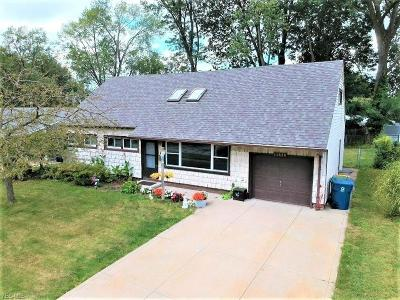 Parma Heights Single Family Home For Sale: 11520 Appleton Drive