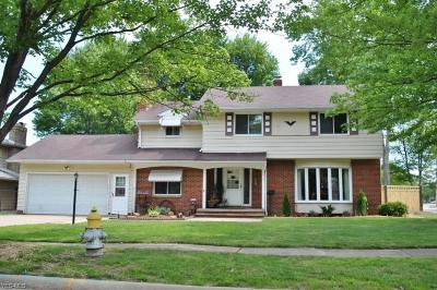 Parma Heights Single Family Home For Sale: 6913 Greenbriar Drive
