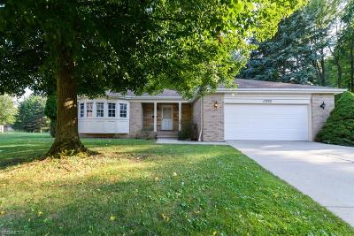 Middleburg Heights Single Family Home For Sale: 13225 Mohawk Trail