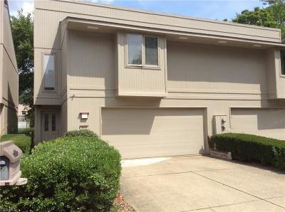 Strongsville Condo/Townhouse For Sale: 8086 Steven David Drive #4207