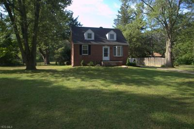 Strongsville Single Family Home For Sale: 13717 Whitney Road