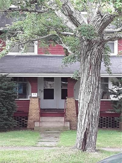 Hubbard Single Family Home For Sale: 44 Orchard Avenue