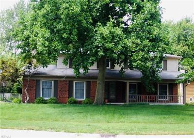 Strongsville Single Family Home For Sale: 20854 Burgandy Dr.