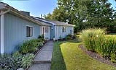 Twinsburg Condo/Townhouse For Sale: 1614 Iris Glen Drive