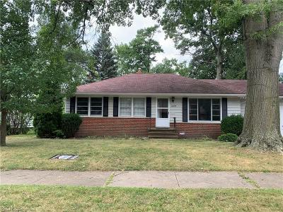 Parma Heights Single Family Home For Sale: 6204 Mandalay Drive