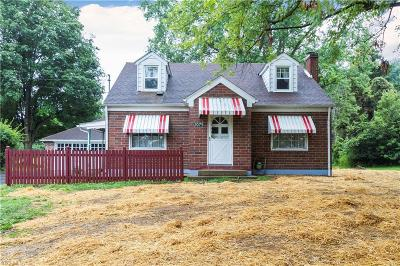 East Palestine Single Family Home For Sale: 1075 Bacon Avenue