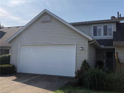 Painesville Condo/Townhouse For Sale: 10854 Pepper Court