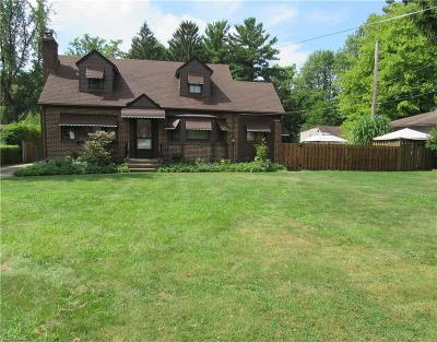 Middleburg Heights Single Family Home For Sale: 6838 Smith Road