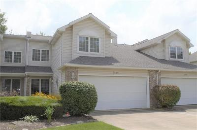 Middleburg Heights Condo/Townhouse For Sale: 15569 Roxboro Drive