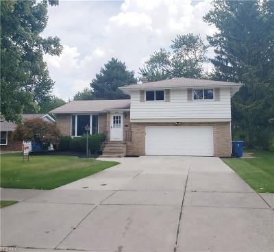 Parma Heights Single Family Home For Sale: 6957 Greenbriar Drive