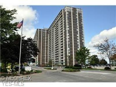 Lakewood Condo/Townhouse For Sale: 12900 Lake Avenue #812
