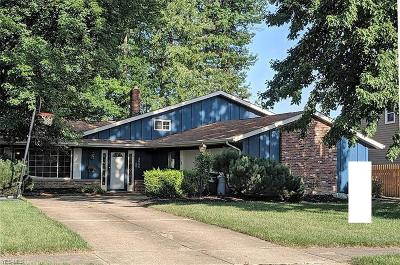North Olmsted Single Family Home For Sale: 4655 Ashbury Park Drive