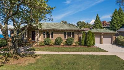 Lakewood Single Family Home For Sale: 1033 Summit Avenue