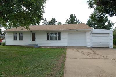 Zanesville Single Family Home For Sale: 3885 Dresden Road