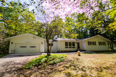 Single Family Home For Sale: 7387 Greenfield Trail