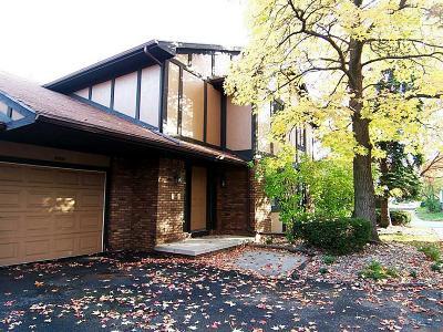 Toledo Condo/Townhouse For Sale: 5919 Ryewyck Drive #D