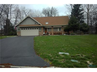 Maumee Single Family Home For Sale: 6814 Hickory Hill Court