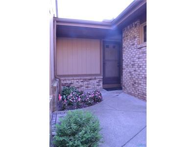 Toledo Condo/Townhouse For Sale: 2318 Parliament Square #2318