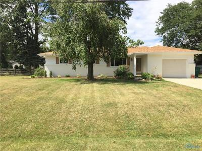 Ottawa Hills, Monclova, Oregon, Rossford, Swanton, Berkey, Metamora, Lyons, Whitehouse, Waterville Single Family Home For Sale: 560 Maybar Drive