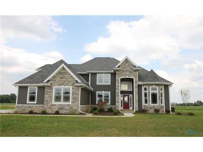 Perrysburg Single Family Home For Sale: 1102 Hunting Creek Drive