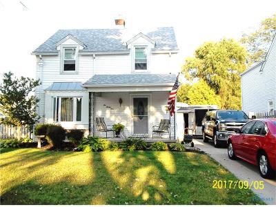 Ottawa Hills, Monclova, Oregon, Rossford, Swanton, Berkey, Metamora, Lyons, Whitehouse, Waterville Single Family Home For Sale: 631 Robindale Avenue