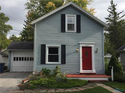 Perrysburg Single Family Home For Sale: 208 W 7th Street