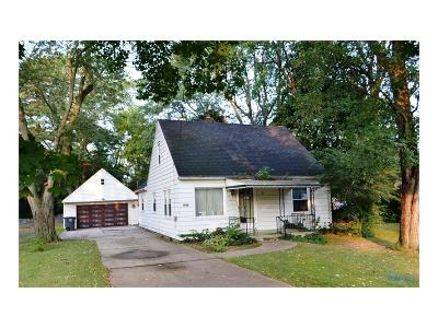 Perrysburg Single Family Home For Sale: 1002 Pine Street
