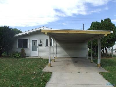 Maumee Single Family Home For Sale: 817 Village Trail Drive