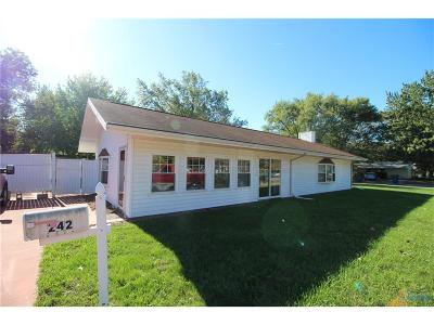 Perrysburg Single Family Home For Sale: 242 W South Boundary Street