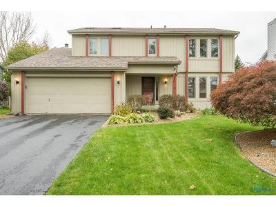 Perrysburg Single Family Home For Sale: 692 Deer Run Drive