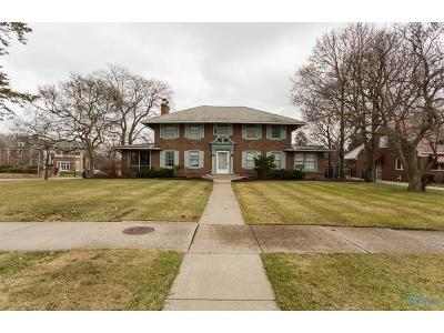 Toledo Single Family Home For Sale: 2050 Parkside Boulevard
