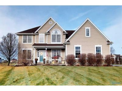 Perrysburg Single Family Home For Sale: 2100 Huron Court