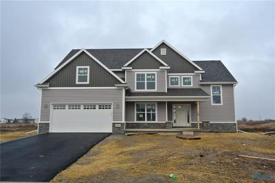 Perrysburg Single Family Home For Sale: 303 Cornerstone Ct