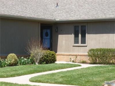 Perrysburg Condo/Townhouse For Sale: 13 Meadowpond Drive