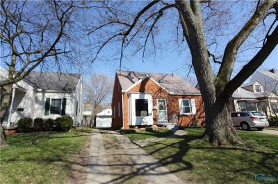 Toledo Single Family Home For Sale: 3944 Bowen Road