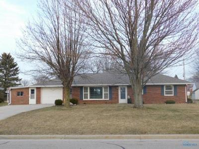 Single Family Home For Sale: 902 Olds Lane