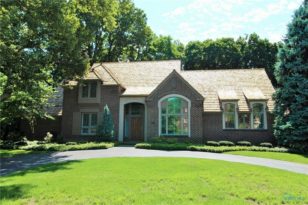 4 bed / 3 full, 2 partial baths Home in Perrysburg for $775,000