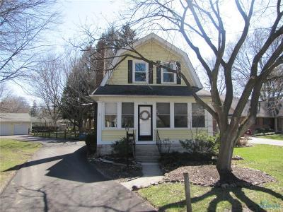 Perrysburg Single Family Home For Sale: 715 Findlay Street