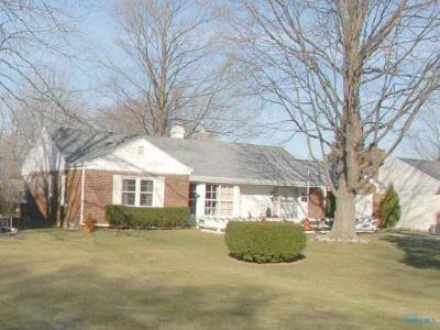 Perrysburg Single Family Home For Sale: 559 Orchard Street