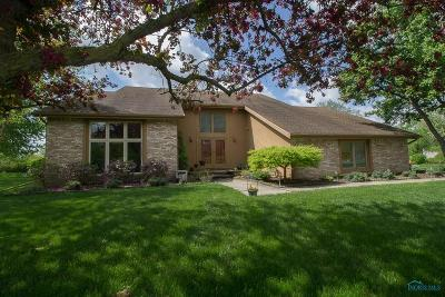 Perrysburg Single Family Home For Sale: 879 Brookfield Lane