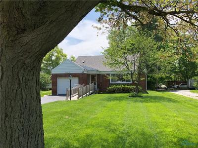 Rossford Single Family Home For Sale: 445 Hillside Drive