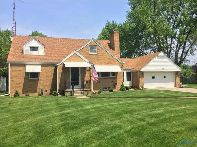 Ottawa Hills, Monclova, Oregon, Rossford, Swanton, Berkey, Metamora, Lyons, Whitehouse, Waterville Single Family Home For Sale: 328 Lorraine Place