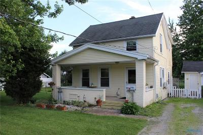 Maumee Single Family Home Contingent: 715 Carew Lane